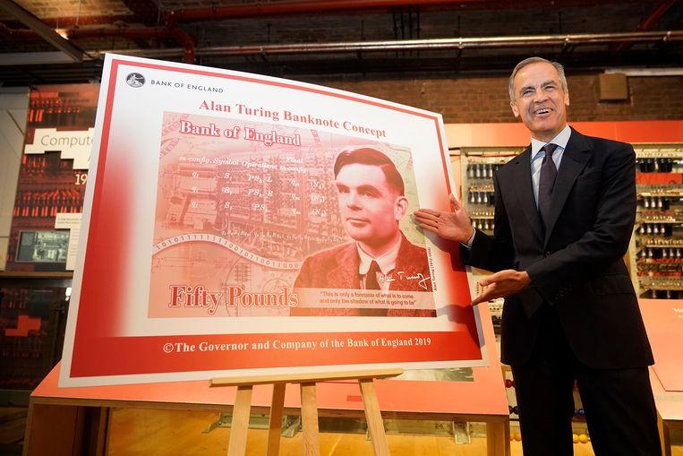 Mark Carney van de Bank of England onthult het nieuwe bankbiljet van 50 pond, met de afbeelding van Alan Turing.  Beeld Getty Images