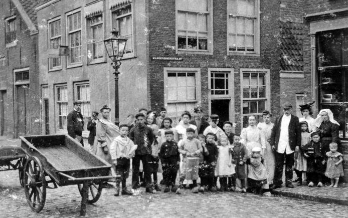 Hoek Vest-Mariënbornstraat rond 1895. Een verzameling krotten. Omstreeks 1968 gesloopt.