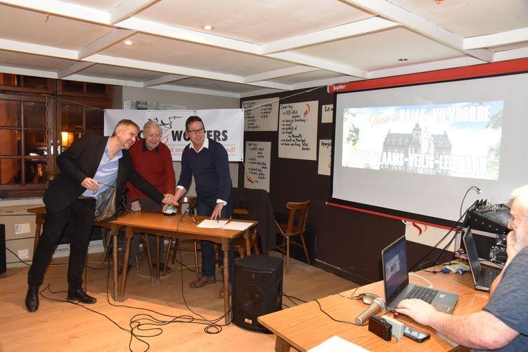 Bart De Valck, Wilfried Wouters en Eric Vranken stelden hun nieuw burgerplatform Valck&Wouters voor in Halle.