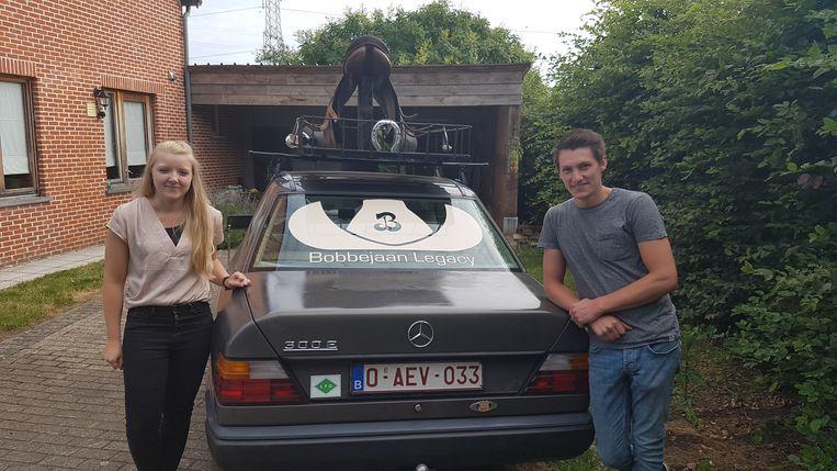 Ben Sterkens en Elke Luycx bij hun wagen.