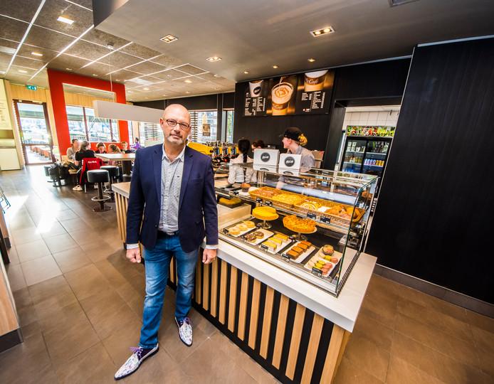 Ondernemer Harold Asbroek in het McCafé van de McDonald's in Almelo-Oost.