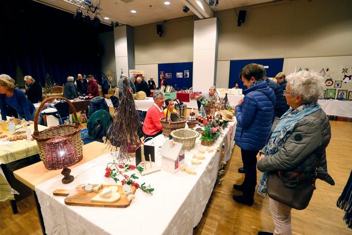 De Kerst- en hobbymarkt van mandenvlechtersvereniging Brabant had diverse snuisterijen te koop.