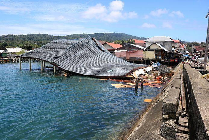 Het door een zware aardbeving getroffen Ambon.