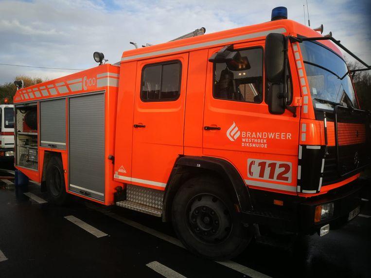 De brandweer van Diksmuide kon de brandende boom snel blussen.