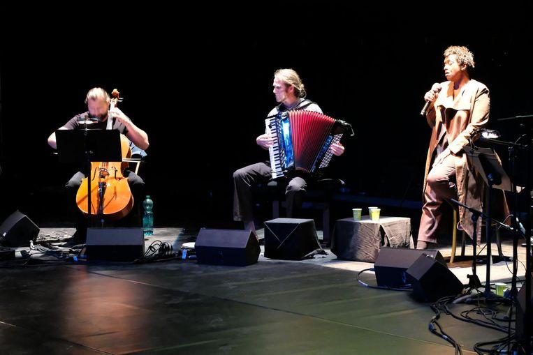 Muziektheatergroep Transparant gisteravond laat tijdens een try-out.