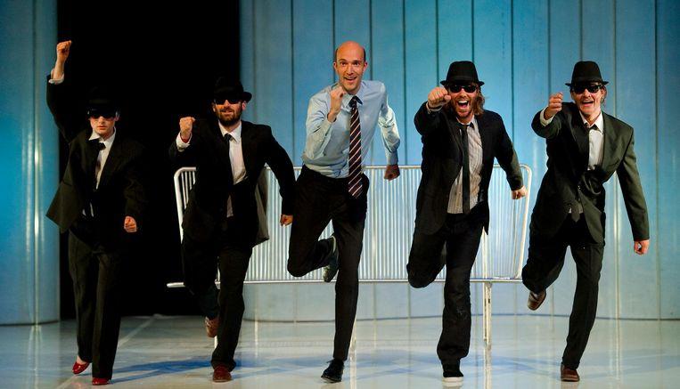 (VLNR) Olinda Larralde Ortiz, Guy Clemens, Sieger Sloot, Thijs Romer en Tygo Gernandt tijdens de try-out van het toneelstuk Cloaca in 2012. Beeld anp