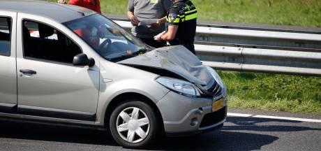 Twee gewonden bij botsing tussen auto en vrachtwagen op A73