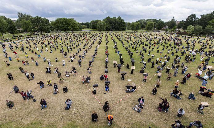 Burgemeester en politie vreesden dat supporters van PEC Zwolle en SC Cambuur de Black Lives Matter-betoging in Zwolle vorig weekend wilden verstoren.
