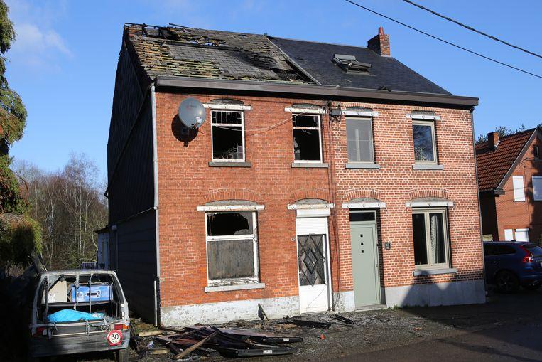 Beide woningen zijn zwaar beschadigd en onbewoonbaar verklaard.