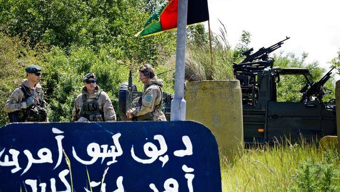 Militairen die deelnemen aan de missie, hielden dinsdag in Groningen een eindoefening.