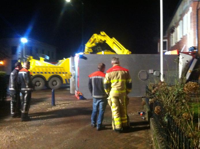 De bergingswerkzaamheden voor de brandweerwagen. Foto: Hemmy van Reenen