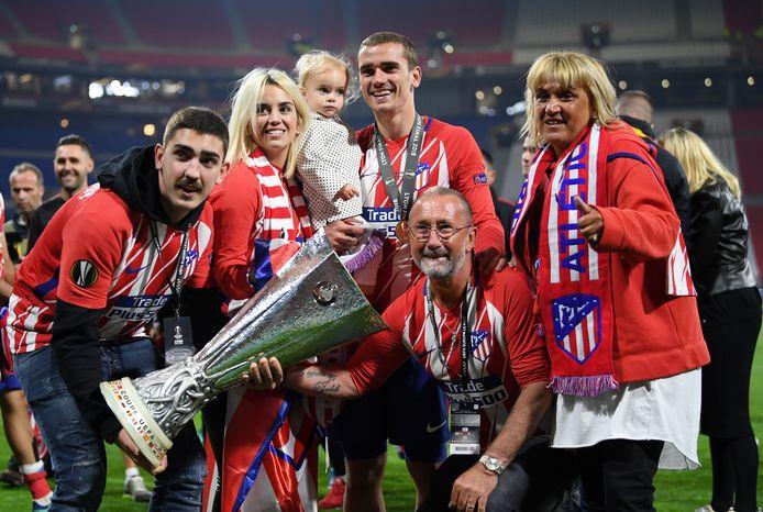 Antoine Griezmann met zijn familie na het winnen van de Europa League op 16 mei 2018.