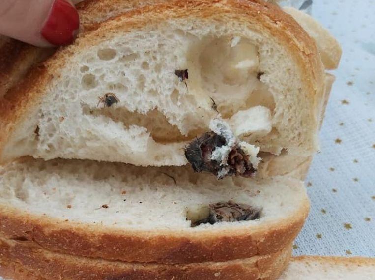 Een vrouw vond de resten van een muis in een brood uit de broodautomaat.