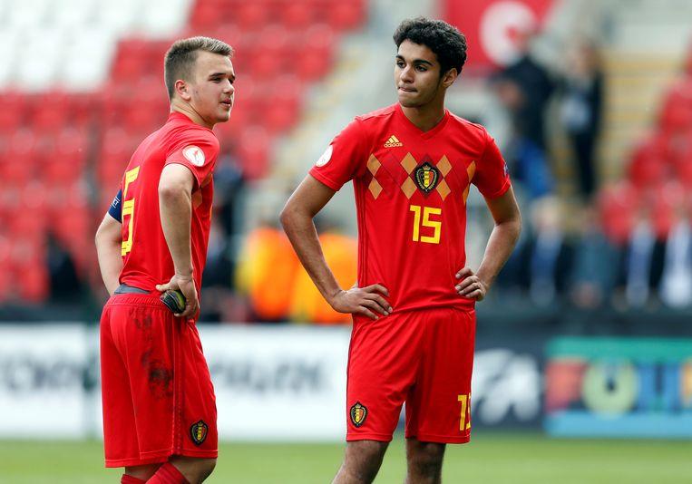 Nicolas Raskin en Halim Timassi kijken sip voor zich uit na de uitschakeling op het EK.