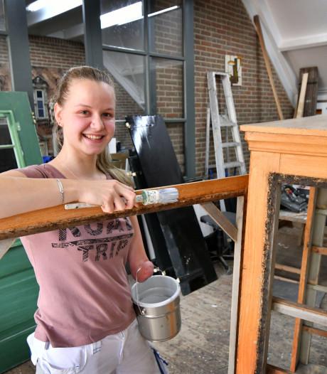 Met één hand kan restaurateur Meike Mulder uit Raalte eigenlijk alles, behalve een steiger opbouwen