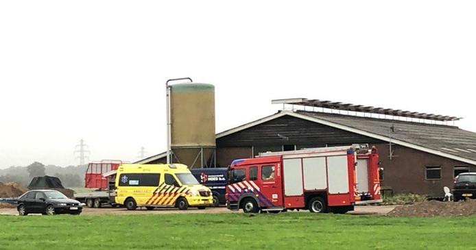 De hulpdiensten zijn ter plekke bij het agrarisch bedrijf in Didam.