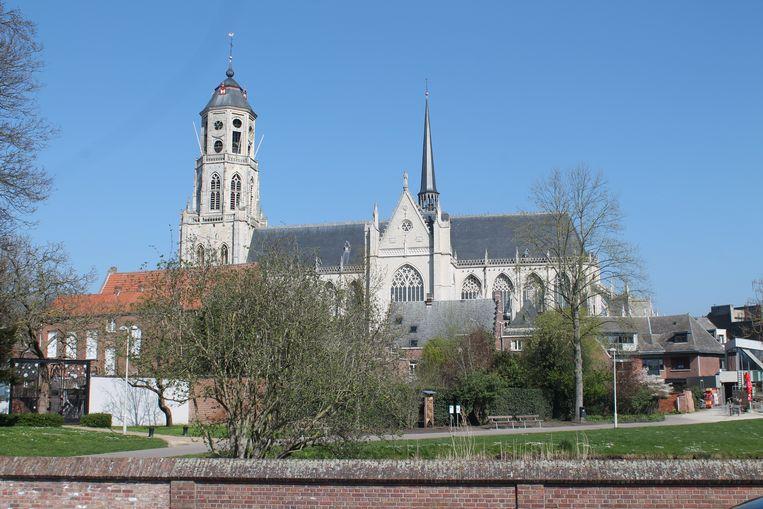De beiaardklokken van de Sint-Gummarustoren produceren sinds kort weer andere deuntjes.