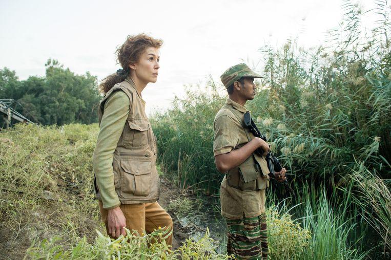 Rosamund Pike in A Private War Beeld
