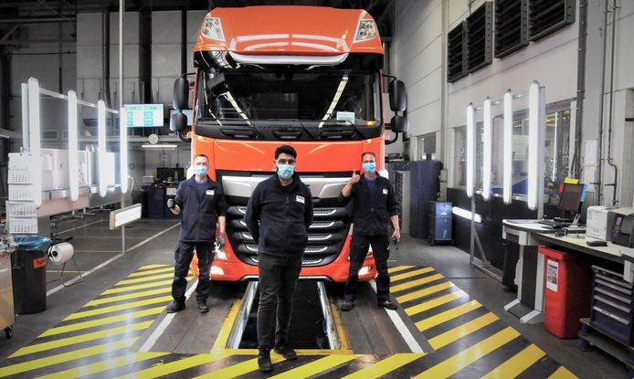 Bij DAF Trucks lopen weer nieuwe vrachtwagens van de band na een tijdelijke productiestop als gevolg van de coronacrisis.