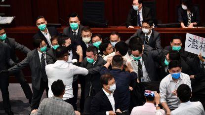 Parlementsleden opnieuw met elkaar op de vuist in Hongkong