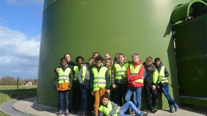 600 schoolkinderen leren alles over windenergie in en rond windturbine