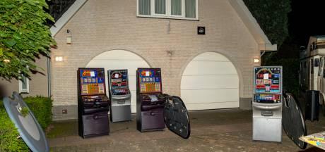 Illegale pokerruimte met tafels en gokkasten gevonden onder woning in Rijen