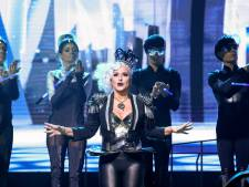 Anastacia zet haar rol als Killer Queen lekker vet aan in We Will Rock You