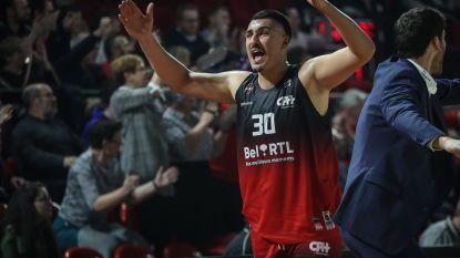 Basketballer trapt na richting tegenstander, actie krijgt mogelijk staartje