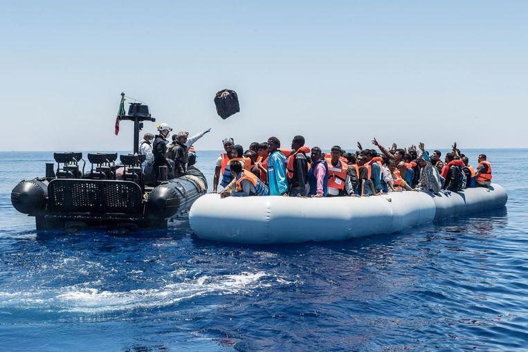 Archiefbeeld. Migranten proberen via de zee Italië te bereiken.