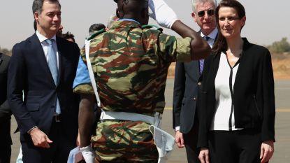 Premier met militaire eer onthaald in Afrika