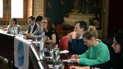 Veertig jongeren ontdekken wat 'macht' is in stadhuis