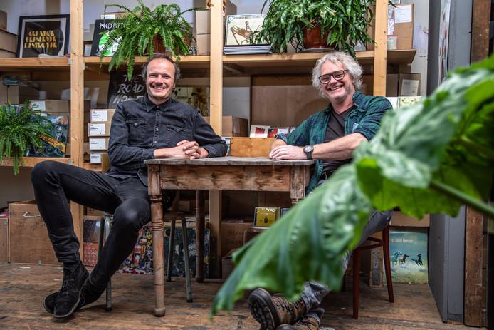 De Dauwpop-mannen Frank Satink (links)en Rob Telgenkamp over 25 jaar Dauwpop.