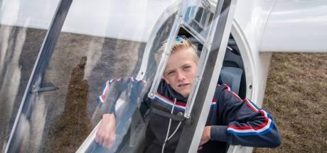 Tim (15) uit Alverna vindt zweefvliegen heel vet: 'Ik hou van het spel'