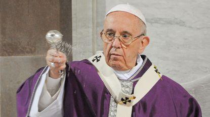 Paus staat open voor getrouwde mannelijke priesters