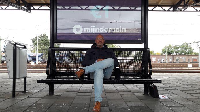 Jo van der Velpen weigerde de trein in te stappen toen een nikabdraagster werd toegelaten