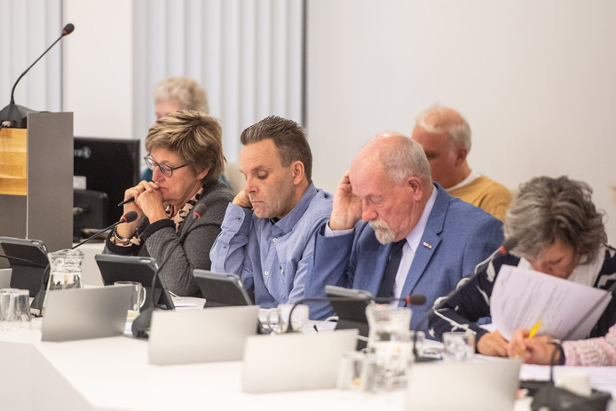 De fractie van Gemeentebelangen met Rudi van de Esschert (tweede van links)