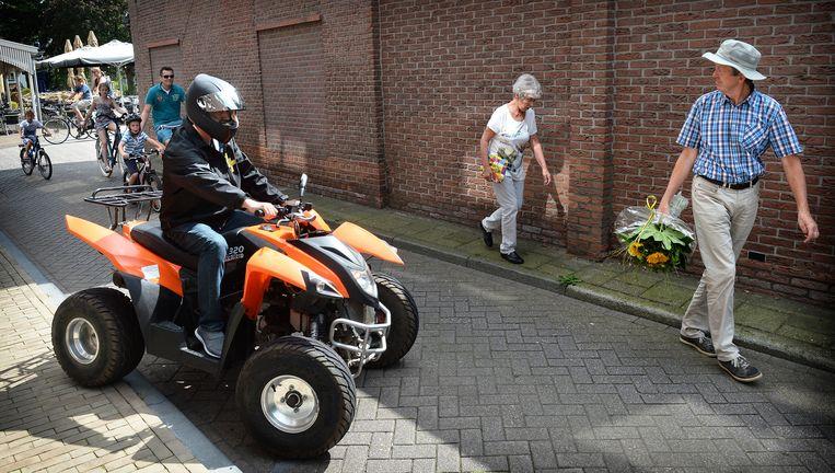 Een quad rijdt dinsdag door Lochem. Beeld Marcel van den Bergh / de Volkskrant