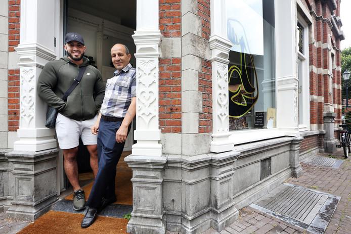 20190810 - FOTO: PIX4PROFS/RAMON MANGOLD. Breda - Zo vader, zo zoon. Mohamed Lemhadi & Mohammed Lemhadi bij de winkel van 'Mo Bicep'.