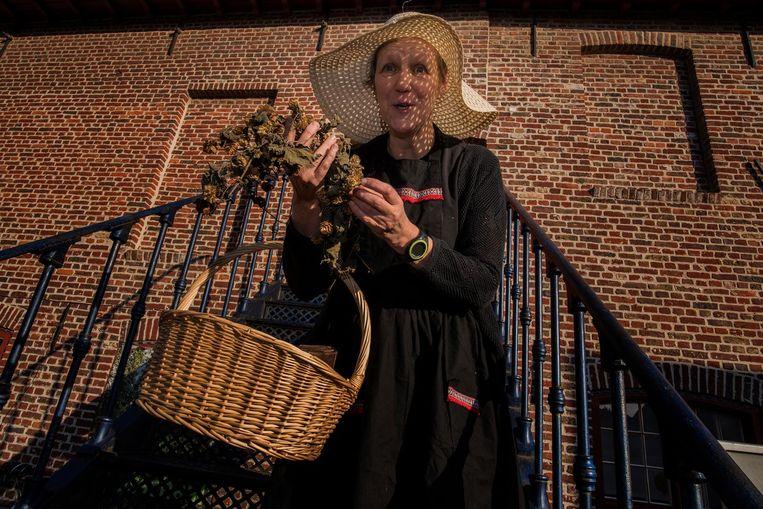 Vertelster Ingeborg dompelt je tijdens de krokusvakantie onder in het verhaal van de magische hopperank.