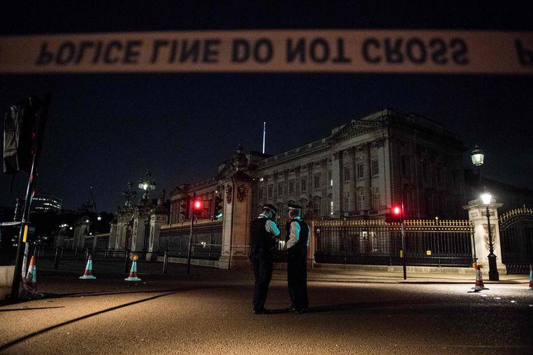 Agenten bij Buckingham Palace, archiefbeeld.
