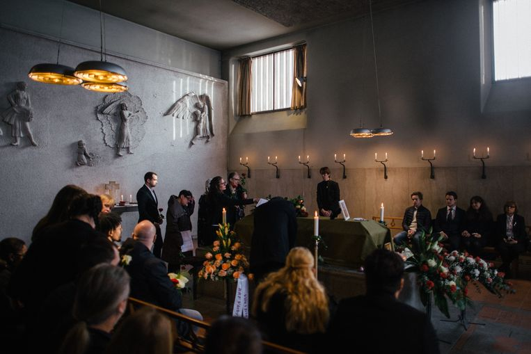 De begrafenis van Daniel Cuevas Zuniga, een 63-jarige man die een handgranaat vond op straat in Stockholm. Dergelijke wapens, die over zijn gebleven van de oorlog in Joegoslavië, worden verkocht aan Zweedse bendes. Beeld Hollandse Hoogte/ The New York Times Syndication