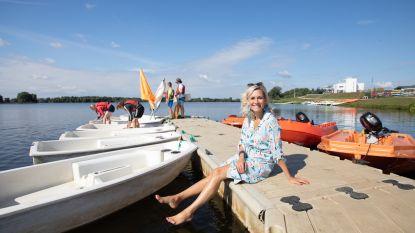 """""""De zeilbootjes van Schulensmeer brengen je helemaal in vakantiestemming"""": presentatrice Cynthia Reekmans toont haar warmste vakantieplekje van Vlaanderen"""