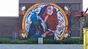 BeschermheiligenSt. Barbara op het transformatorgebouw van Stedin aan de Wegastraat, gemaakt door Lily Brik.