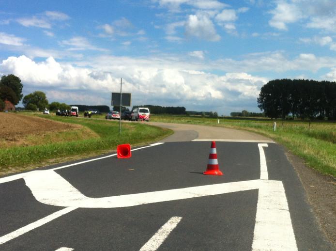 De Hoogestraat is afgesloten na het dodelijk ongeval in Clinge.