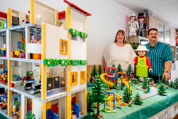Het schooldiorama is een van de vele miniatuurwerelden van het getrouwde stel Arno en Ingrid Vermolen