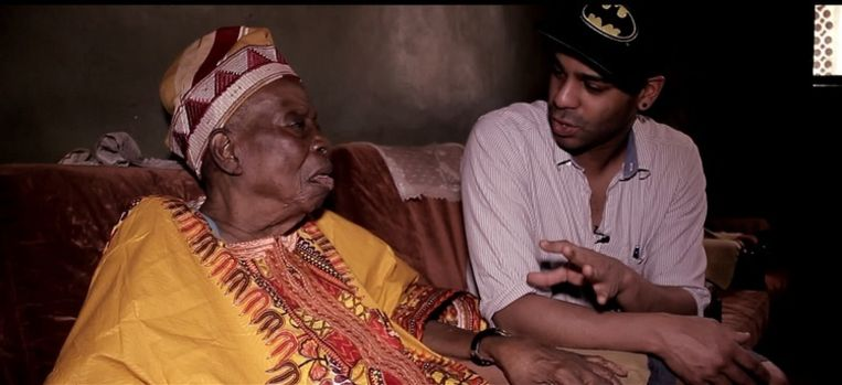 Yemi met zijn cameraman Gieljan Van Goethem op reportage in Nigeria.