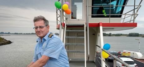 Bijna 50 jaar stak pontbaas Jan van Wijgerden de Waal bij Brakel over. 'Nee, dat is helemaal niet saai'