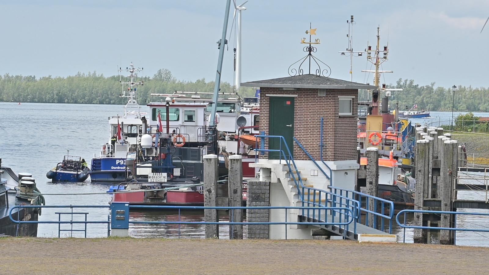 Bij de haven in Moerdijk werd de drugsboot aangetroffen.