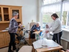 Oma Smit (90) met verhuisdozen naar de overkant: van oude naar nieuwe De Bunterhoek in Nunspeet
