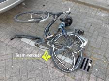 Fietser zwaargewond bij ongeval in Rotterdam-Zuid, automobilist rijdt door maar laat wel zijn kenteken achter